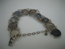 Antiek-oude Engelse zilveren muntarmband in mooie staat.
