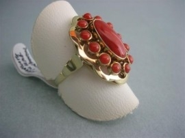 Antieke Gouden 14krt. Bloedkoralen Entourage Ring
