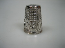 Zilveren Vingerhoedje met bewerking uit 1975