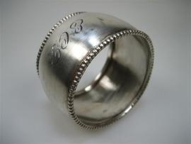 Antieke oude zilveren bolle gladde servetband ca.1930 met parelrand