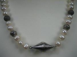 Parel collier met zilver stukken en magneetslot nieuw