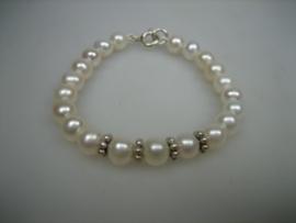 Parel Baby Armbandje met 4 zilveren sterren bolletjes
