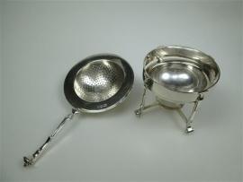 Zilveren theezeefje met zilveren opvangbakje ca.1954
