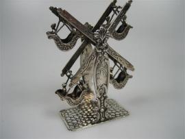 Miniatuur zilveren draai tredmolen uit ca.1975
