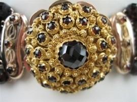 Antiek Zeeuws Granaat Collier 5 Rijen met Antieke Gouden Granaat Sluiting