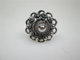 Zilveren Zeeuwse oude knop damesring