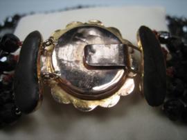 Antiek Granaat collier met goud antieke Zeeuwse sluiting ca.1880