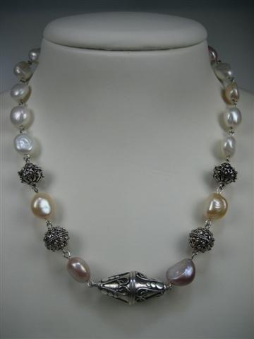 Parels collier met zilveren sluiting en diversen zilver stukken nieuw collier