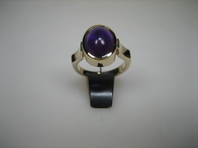 Amethist gouden 14 krt. dames/herenring uit 1960 verzamelings-object
