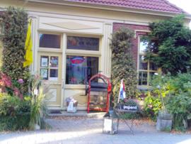 De winkel is geopend op woensdag t/m zaterdag van 13.00 tot 17.00 uur