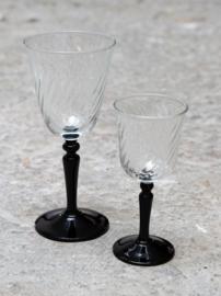 Kleine glazen zwart
