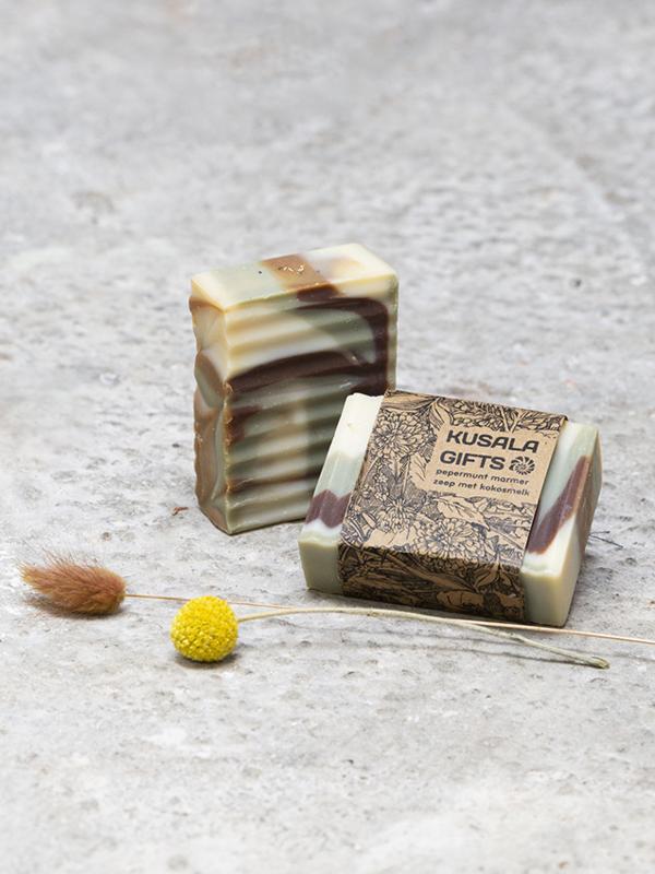 Ambachtelijke pepermunt marmer zeep met kokosmelk
