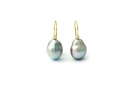 gouden oorhangers met parel en diamant