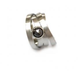 witgouden ring met grijze ruwe diamant