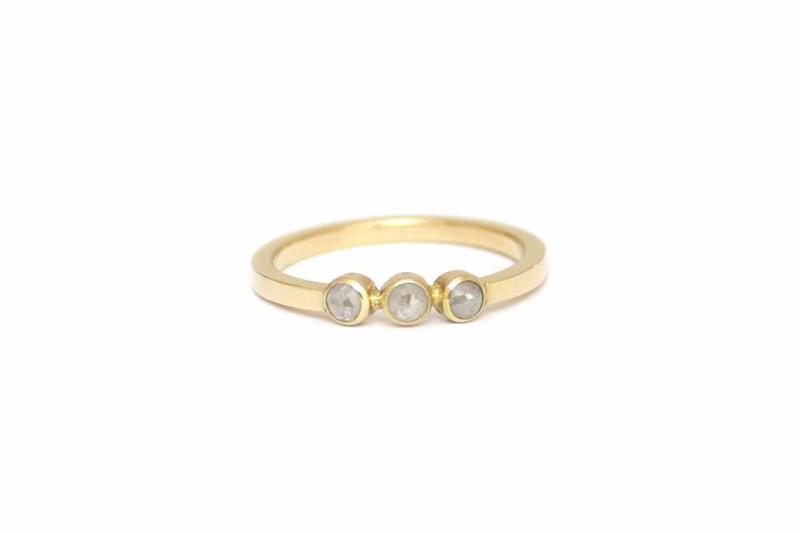 Ring met rijtje van ice diamant
