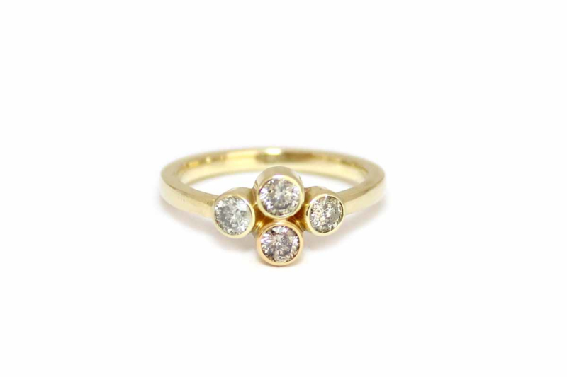 Ring met cluster van diamanten