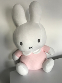 Nijntje een knuffelbaar geboorte cadeau roze.