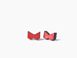 Houten oorbellen rood strikje