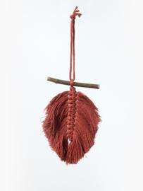 Handgemaakte wandhanger macramé veer