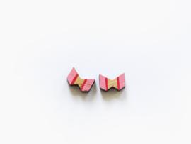Houten oorbellen strikjes roze