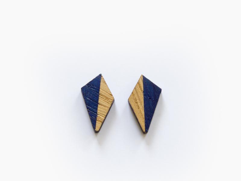 Houten pegel oorbellen royaal blauw