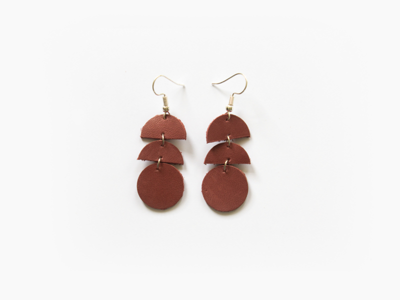 Leren oorhangers rood-bruin