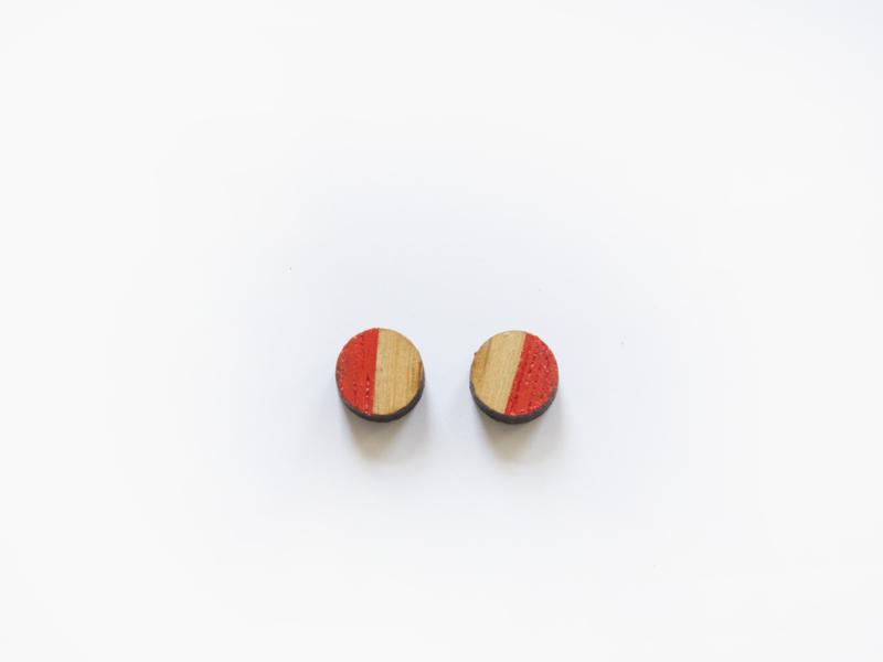 Houten rondjes oorbellen rood