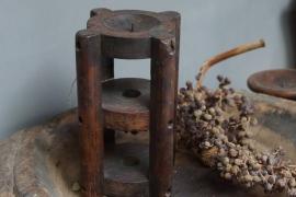 oude Kandelaar van hout (open model)