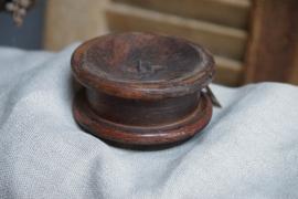 Houten ronde vintage kandelaar