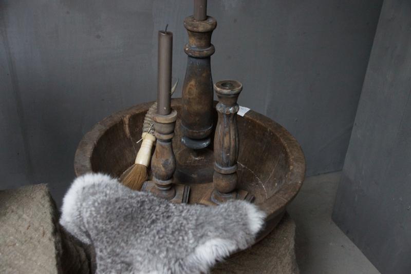 Set van 3 vergrijsde oude kandelaren