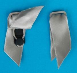 Kousenhouders  grijs satijn 12 mm (set 4 stuks)