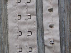 Haak en oog band nude katoen/fluweel 4,5 cm breed (sluit blind)