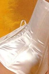 Wit satijn coutill 150 cm. breed (prijs per 50 cm.)