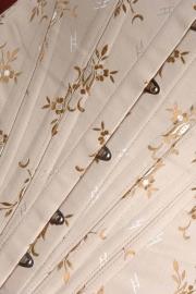 Jacquard coutill beige met goud/zilveren bloemen 142 cm breed. (prijs per 50 cm.)