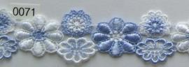 Kant licht blauw/wit bloem 3 cm breed. Niet rekbaar.