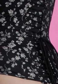 Jacquard coutill Zwart met zilveren roos 142 cm breed. (prijs per 50 cm.)