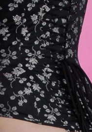 Jacquard coutill Zwart met witte roos 142 cm breed. (prijs per 50 cm.)