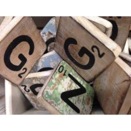 Vintage scrabble letter G 6x6cm