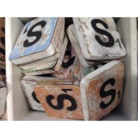 Vintage scrabble letter S 6x6cm