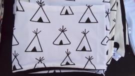 Wit met zwarte tipi tent