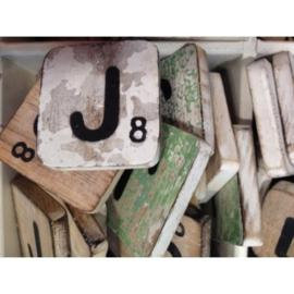 Vintage scrabble letter J 6x6cm