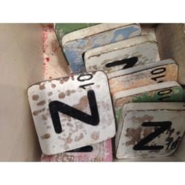 Vintage scrabble letter Z 6x6cm