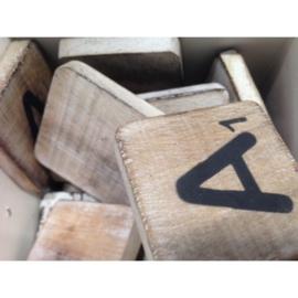 Vintage scrabble letters, leestekens & symbolen 6x6cm