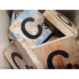 Vintage scrabble letter C 6x6cm