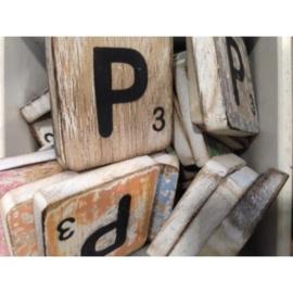 Vintage scrabble letter P 6x6cm