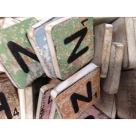 Vintage scrabble letter N 6x6cm