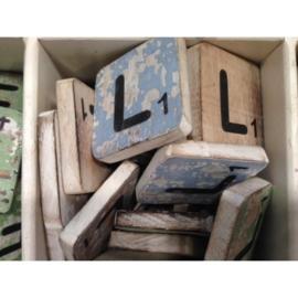 Vintage scrabble letter L 6x6cm