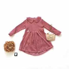 Geplooide jurk met Peterpankraagje corderoy kleurkeus