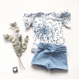 Zomers shirt blauwe bloem