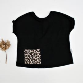 Wijd t shirt zwart met Luipaard zakje